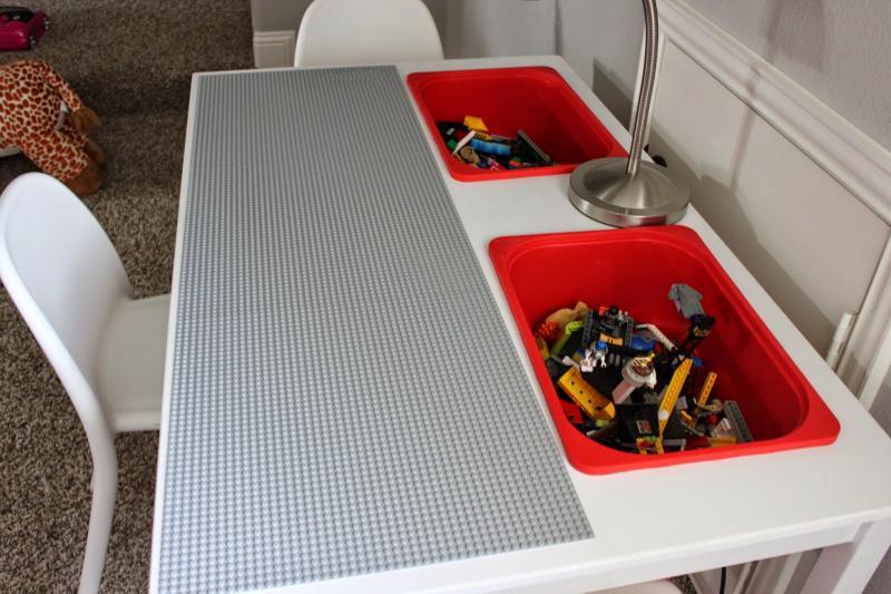 Jugar niños lego mesa 2