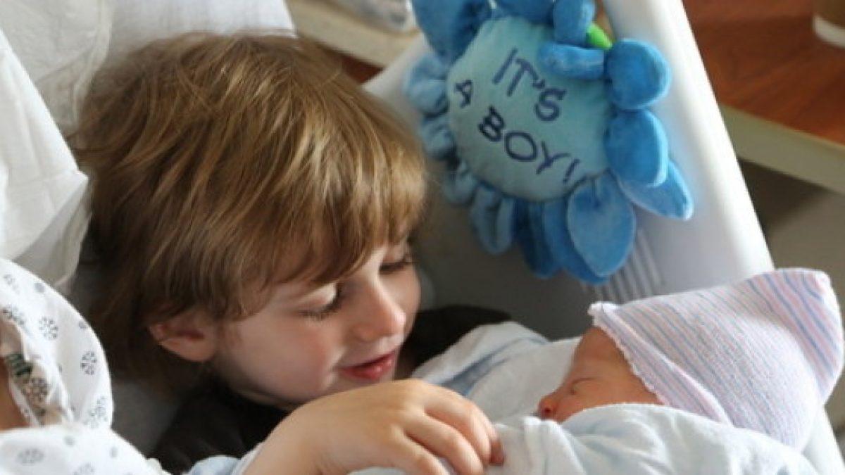 Cómo Presentarle A Un Nuevo Hermano A Tu Hijo