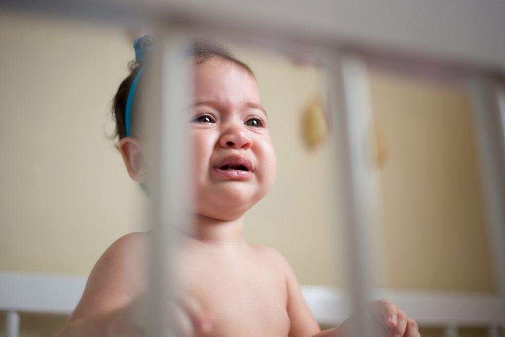 Dejar a los niños llorar